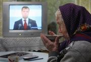 Медведев поручил разработать проект общественного ТВ к марту
