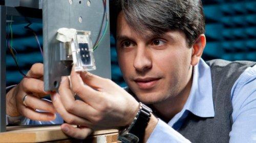 Новая жидкокристаллическая антенна позволяет быстро и точно следить за спутниками