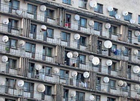 У дончан забирают спутниковые «тарелки» на металлолом