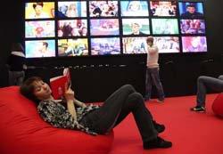 В Каннах на диванах: Новинки кино можно будет заказывать на дом