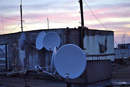 В Харькове начался плановый демонтаж спутниковых антенн
