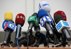 """СМИ: Телеканалы получили """"темники"""" с компроматом на Немырю"""