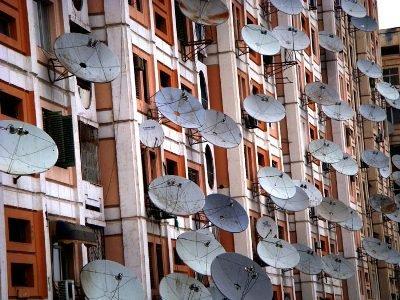 Власти Белоруссии требуют от жителей демонтировать антенны спутникового ТВ