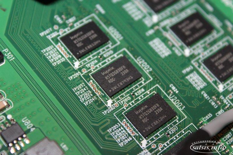 Флеш-память же в данной модели, обеспечивается микросхемой Samsung K9K8G08U0D и составляет 1Гб.