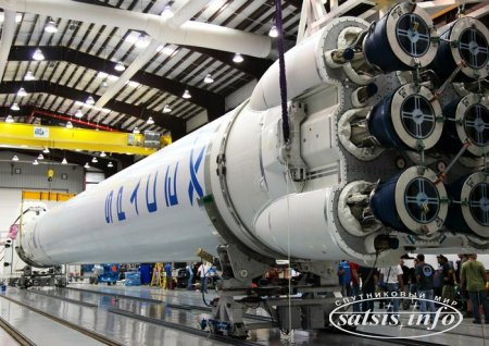 SpaceX успешно запустила Falcon 9 со спутником связи