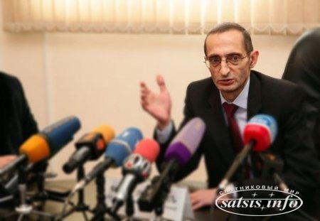 Необеспеченные семьи в Армении пока не получили цифровые приставки для телевизоров
