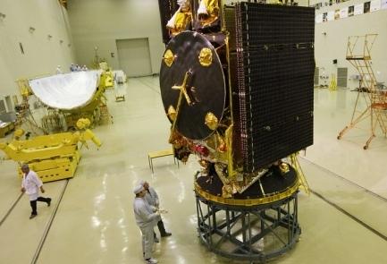 Спутник Amos-5 мог выйти из строя из-за попадания метеороида