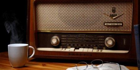 Порошенко подписал закон об увеличении доли украиноязычных песен на радио