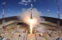 "На космодроме Куру ""Союз-СТ-Б"" со спутником установили на стартовый стол"