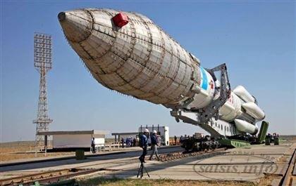 На Байконуре состоялся вывоз ркн «Протон-м» из монтажно-испытательного корпуса на технологическую заправочную площадку