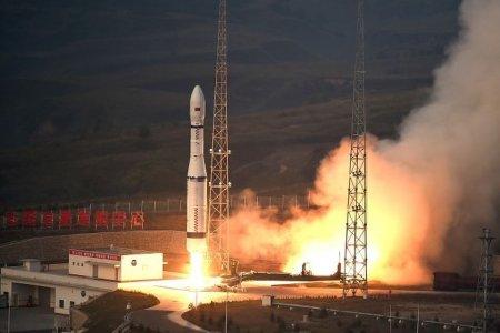 "Ракета-носитель ""Чанчжэн-2В"" успешно стартовала с космодрома Сичан"