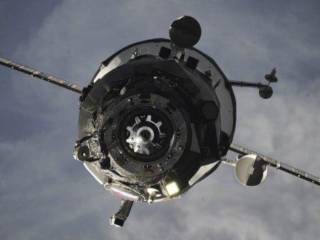 Два российских спутника-разведчика упадут 16 мая, заявили в США