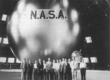 24 апреля 1962 года в США состоялась первая передача спутникового телесигнала между городами