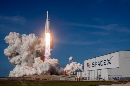 SpaceX запустила ракету Falcon 9 со спутниками Starlink