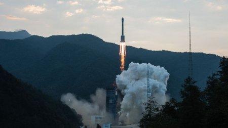 Китай запустил в космос новый телекоммуникационный спутник ChinaSat-18