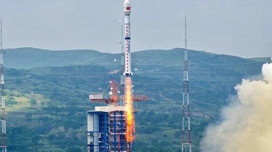 "Китай вывел на орбиту три спутника при помощи ракеты ""Чанчжэн-4B"""