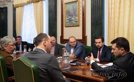 Президент України та медіагрупи дійшли згоди до 16 березня забезпечити запуск незакодованих супутникових версій головних українських телеканалів