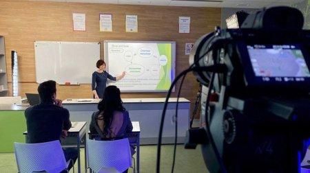 Телеканалы готовят трансляции видеоуроков для школьников