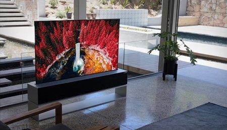 В октябре LG начнёт продажи первого в мире скручивающегося телевизора, цена которого превысит $85 000
