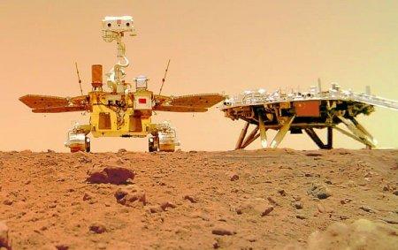 Китайский марсоход прислал первые селфи и другие цветные фотографии с Марса